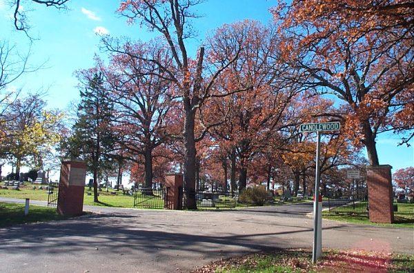 Photo of entrance to Glendale Cemetery, Washington, Illinois